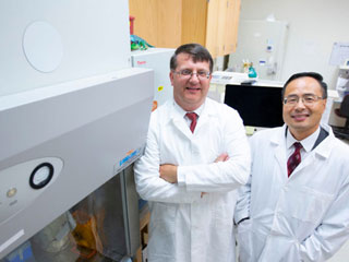 Photo of Dr. Paul Plummer and Dr. Qijing Zhang in research lab